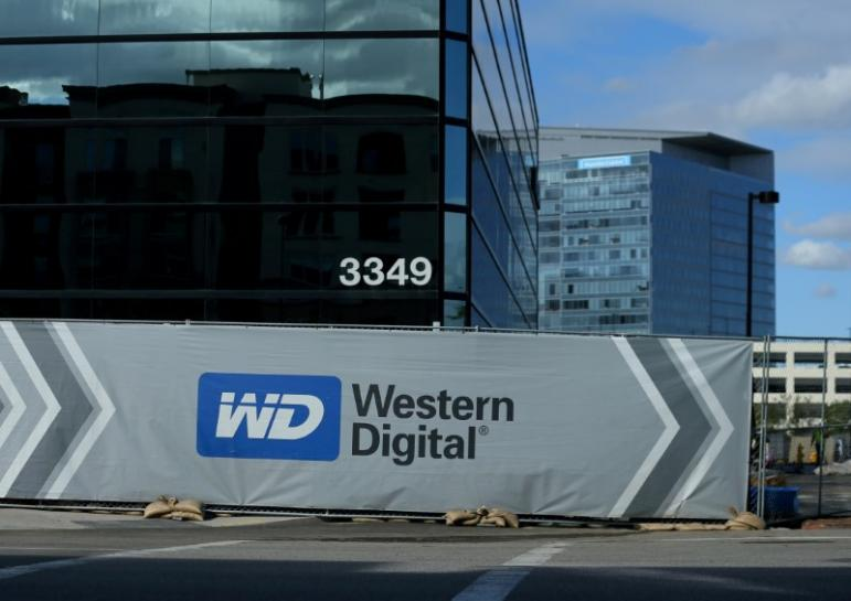Apple moves to ward Western Digital off control of Toshiba chips: sources