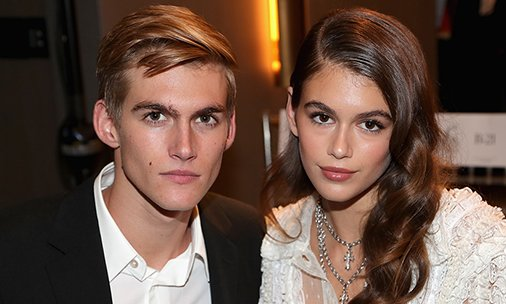 Wow! @KaiaGerber and brother Presley look just like mum @CindyCrawford at awards ceremony: