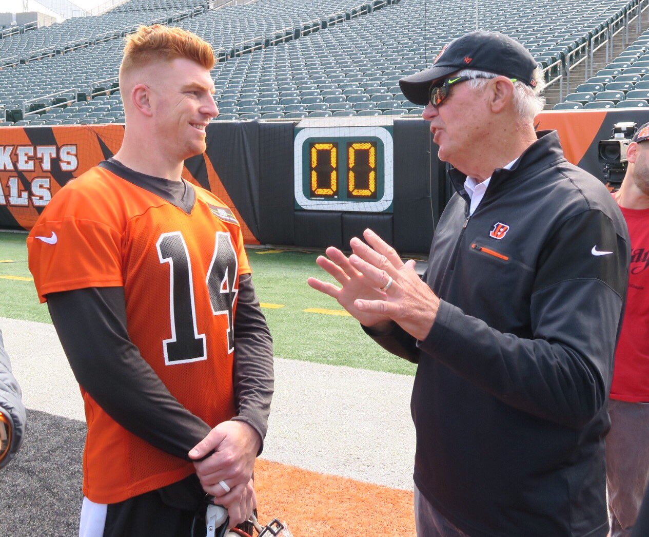 No. 14 getting advice from another no. 14. #Bengals50 #AndyDalton #KenAnderson https://t.co/evzFd2c5FG