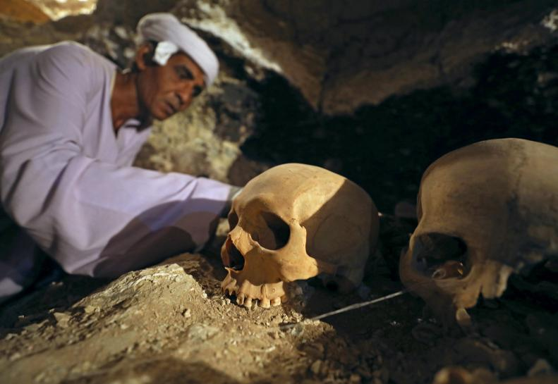 Egypt archeologist unearth goldsmith's tomb near Luxor