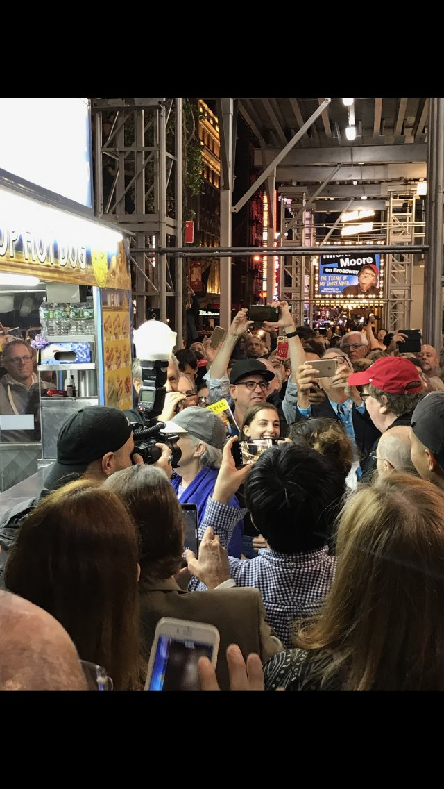 It was Hot Dog Night last night at my Broadway show! Took the whole audience out after the show for free hot dogs. https://t.co/B77DHnjDv3