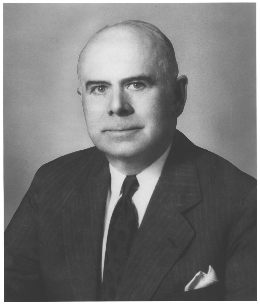 09SEP1948: Thomas MacDonald, pioneer US #highway administrator, accepts Amer Assn of Motor Vehicle Administrators Meritorious Award. #AAMVA https://t.co/dihp2duQ2d