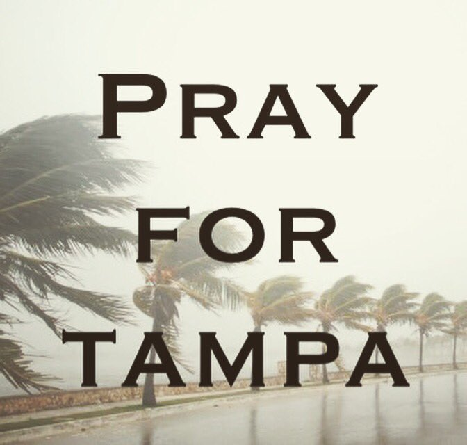 RT @CupCaKe10304: Pray for us!!! 🙏🏼🙏🏼🙏🏼 #tampa #florida #hurricaneirma2017 #HurrcaneIrma #irma https://t.co/WROJQRkaMm