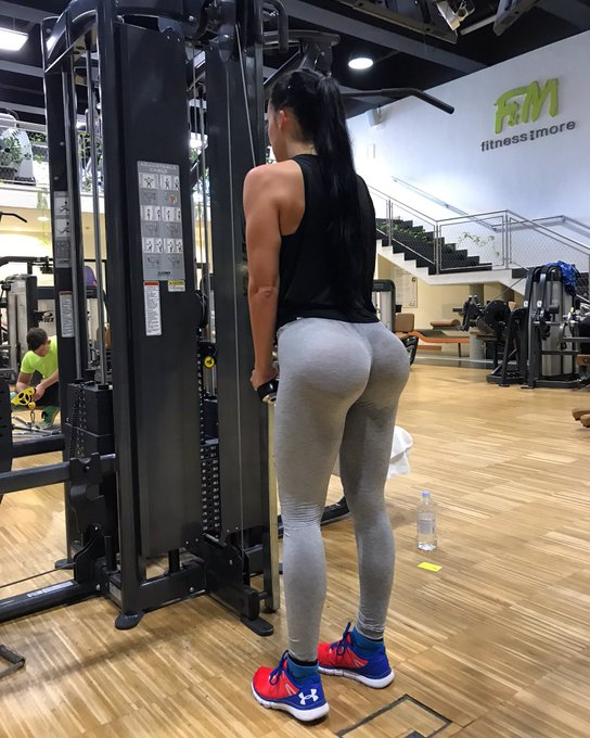 Beast mode in the gym🔥 #fitness #fitgirl #curves #curvygirl #beautiful https://t.co/Al6L3VrEAo