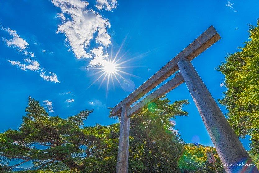 先週、三重県の伊勢神宮と志摩のリアス式海岸の夕焼けを撮影してきました!1枚目は君の名は。の前前前世アングルw夕日は桐垣展