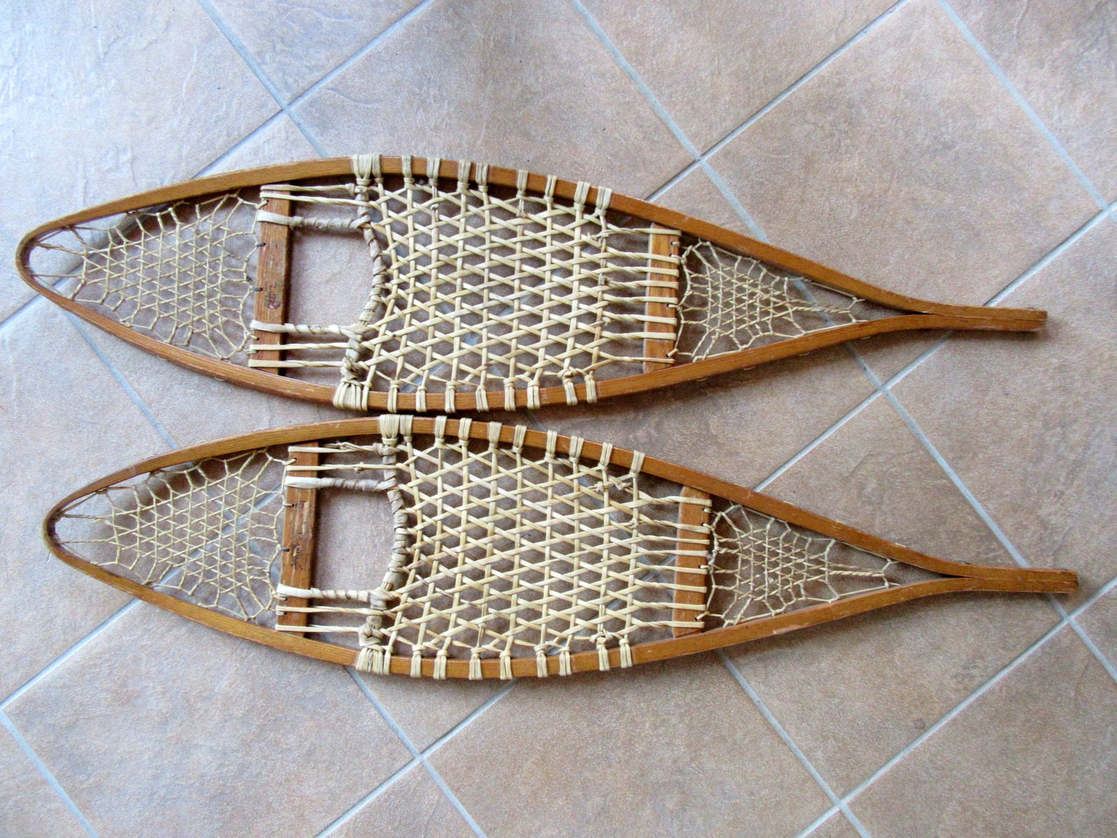 Vintage Wood Snowshoes 10 x 41 Inches https://t.co/2ttVqqCpqv https://t.co/bNuzCa4O7B