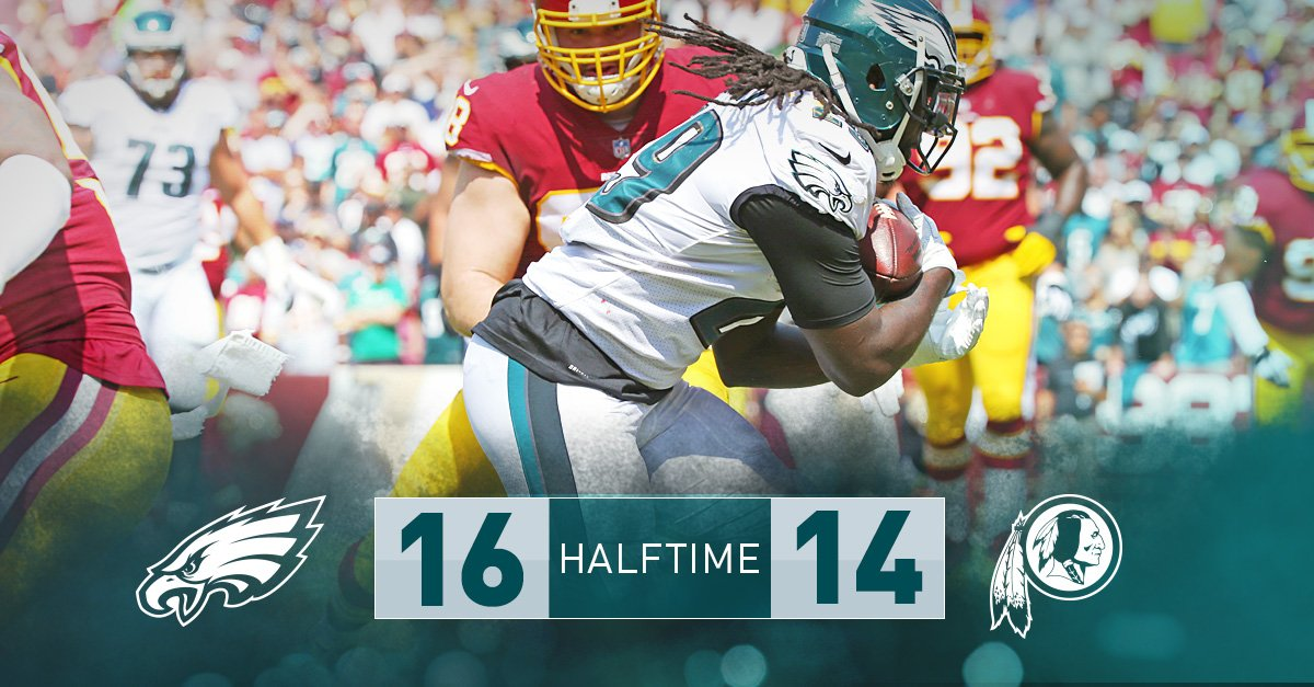 A back-and-forth first half. #Eagles get the ball first in the third quarter.  #FlyEaglesFly https://t.co/73jvzwZn6x