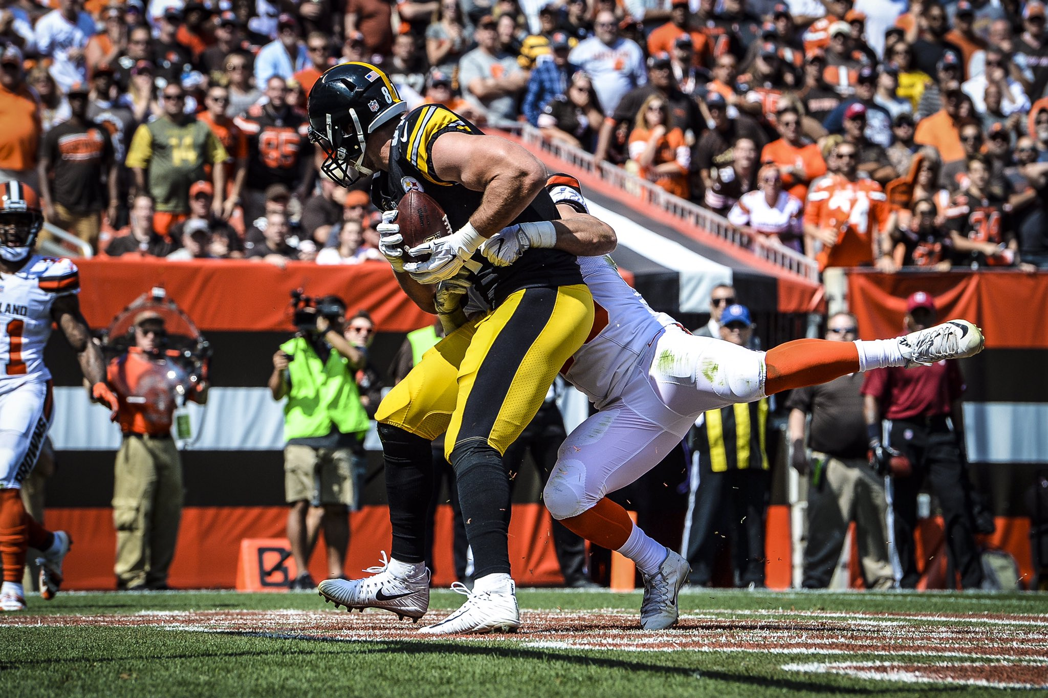 Jesse James' first career multi-TD game is the first by a #Steelers TE since 2012 (Heath Miller, 9/23). https://t.co/1CrkSFd96N