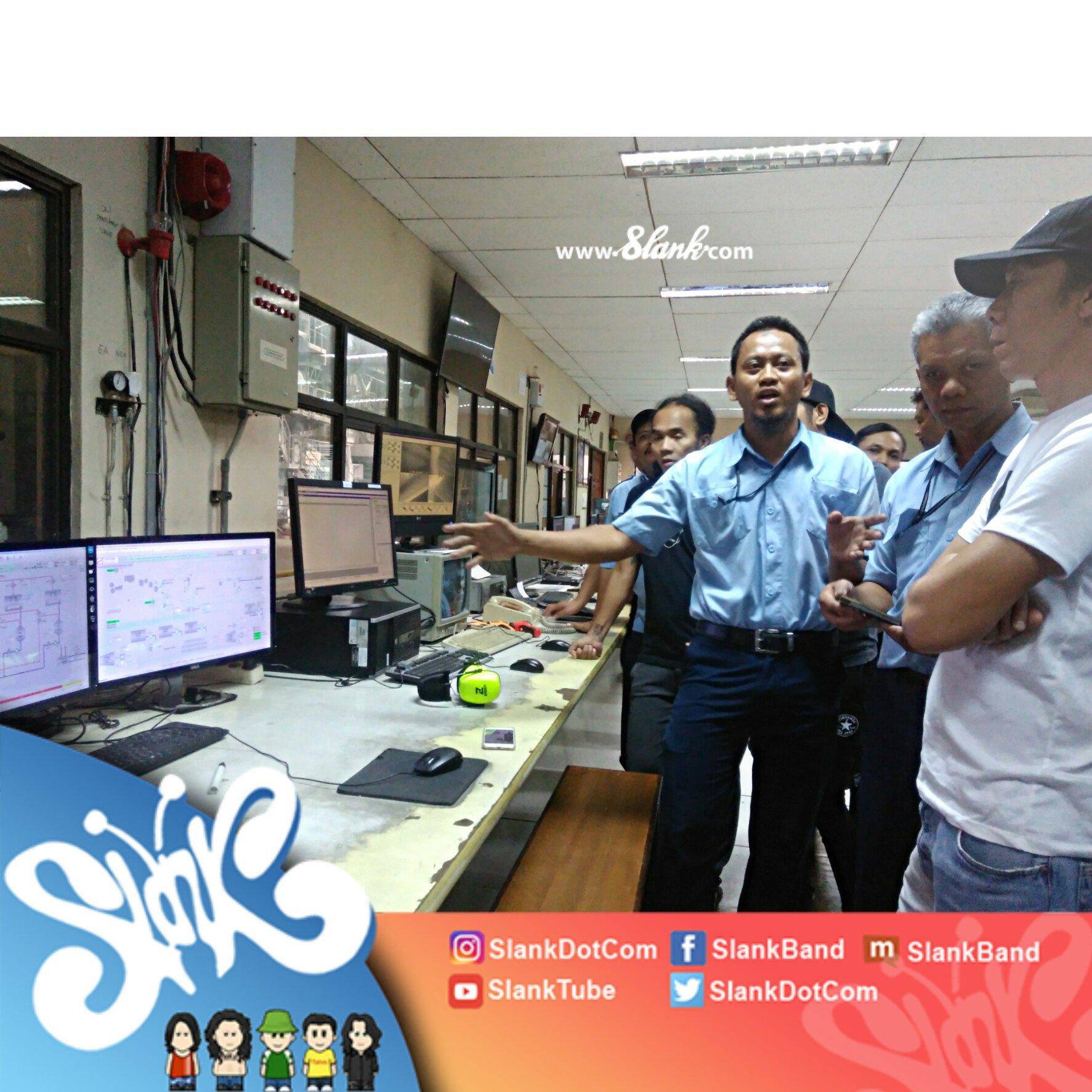 Sebelum kembali ke Jakarta, Slank mampir ke pabrik kertas Sinarmas (Tjiwi Kimia) #MerajutKebangsaan @AsiaPulpPaperID https://t.co/svucf7leer