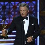 VIDEO. Emmy Awards: Alec Baldwin récompensé pour son imitation de Donald Trump