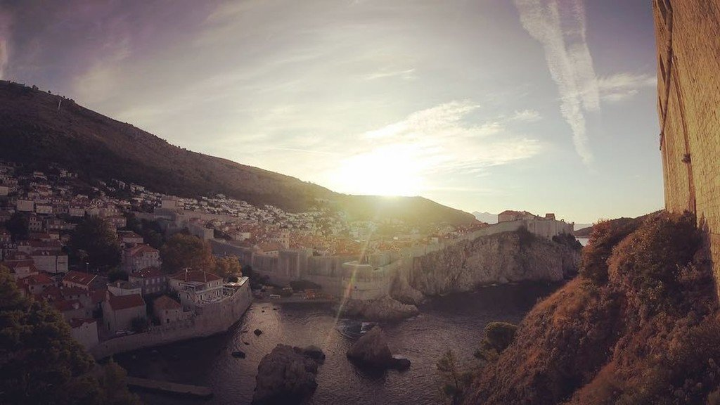 世界一美しい古都に訪れた夜明け。#タイムラプス#魔女の宅急便.#Timelaps #生活旅人 #MobileBohemi