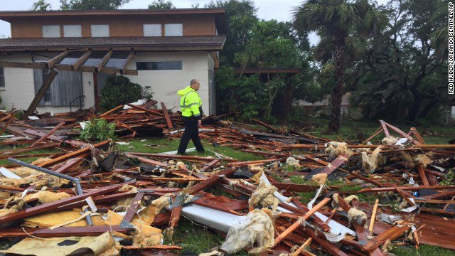 Irma weakens to tropical storm with winds of 70 mph, the National Hurricane Center says https://t.co/qLTQJjO0Sn https://t.co/Uw1zMwNkTx