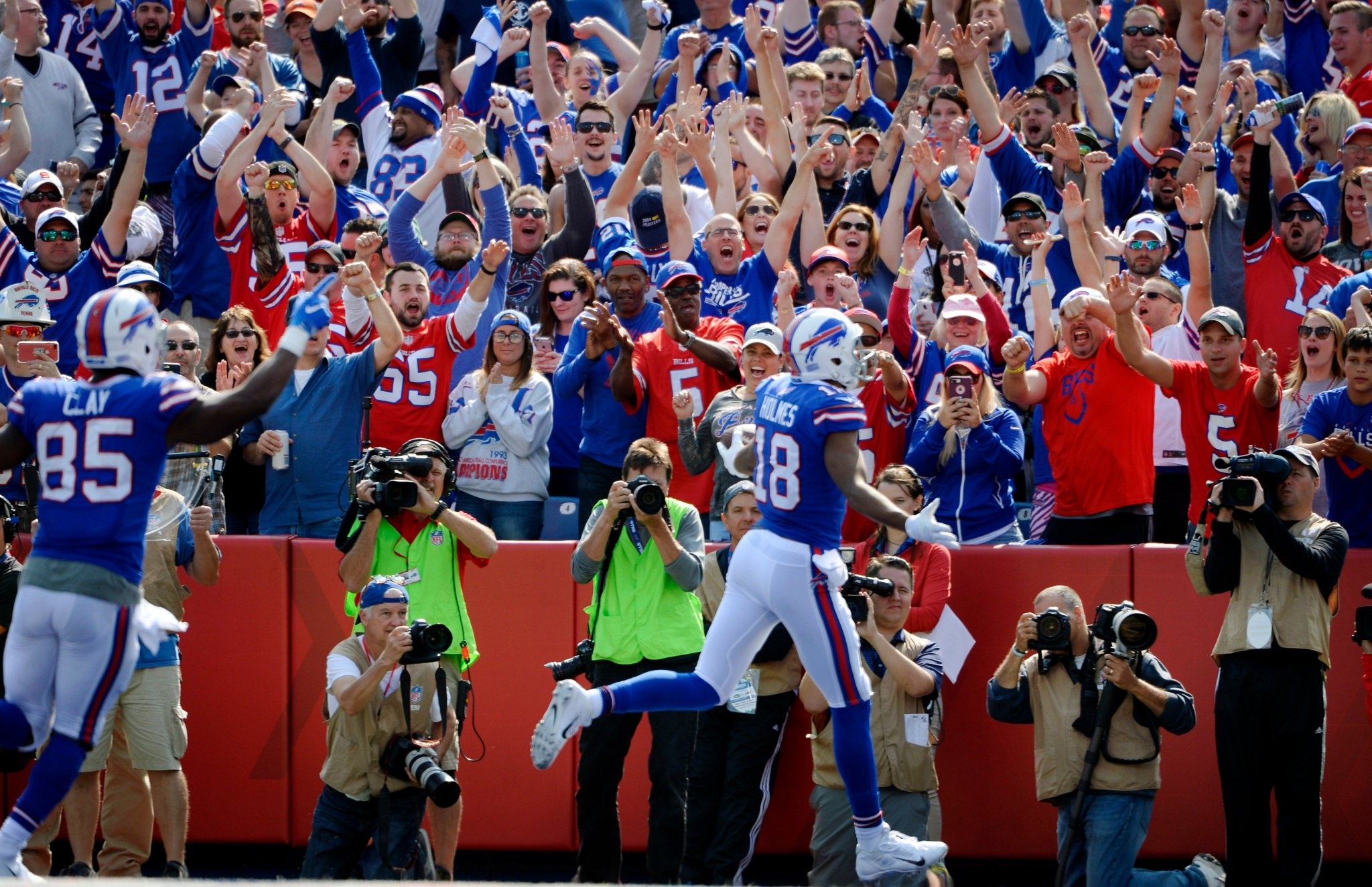 The best welcome to the endzone. #GoBills  Top photos from the win: https://t.co/td4zvhhBZz https://t.co/Td1PEa0x4p