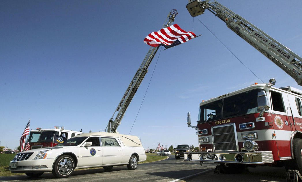 Hundreds mourn Illinois sailor who died in USS McCain