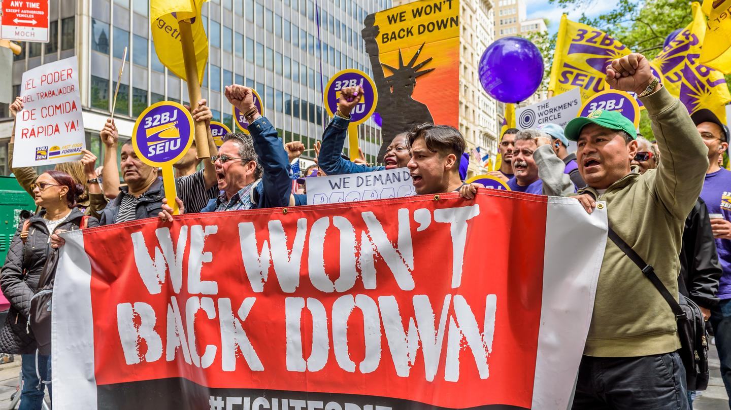 Unions aren't obsolete, they're being crushed by right-wing politics: https://t.co/DBacQxDhHt https://t.co/E4Dc3taoTq