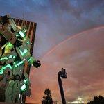ユニコーンガンダムと虹、、サイコフレームの共振みたいだ#ガンダムユニコーン #ユニコーン進捗 #ユニコーンガンダム立像