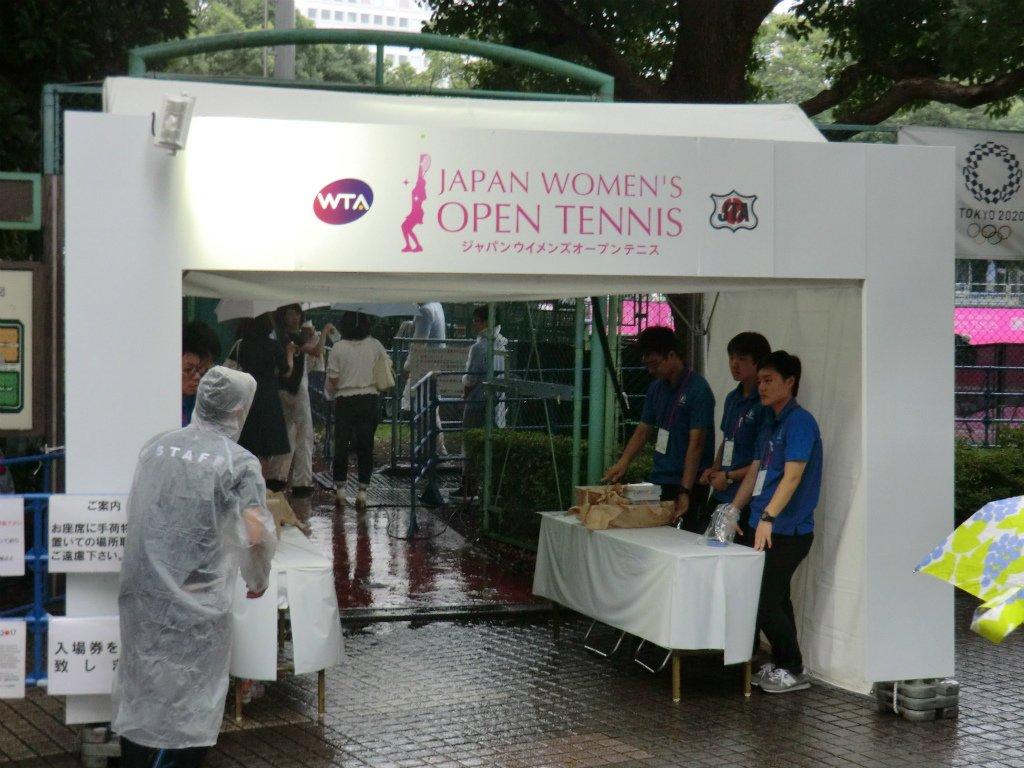 現在開催中のジャパンウイメンズオープンに行ってきました。この大会ではベイビーステップのスペシャル版が配布されています。(