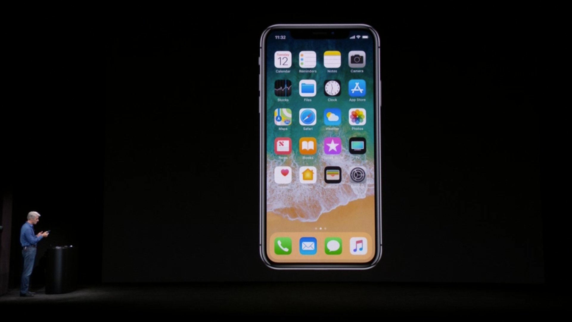 A look at the home page with the full front screen on the iPhone X. #AppleEvent https://t.co/fmNHROPzRB