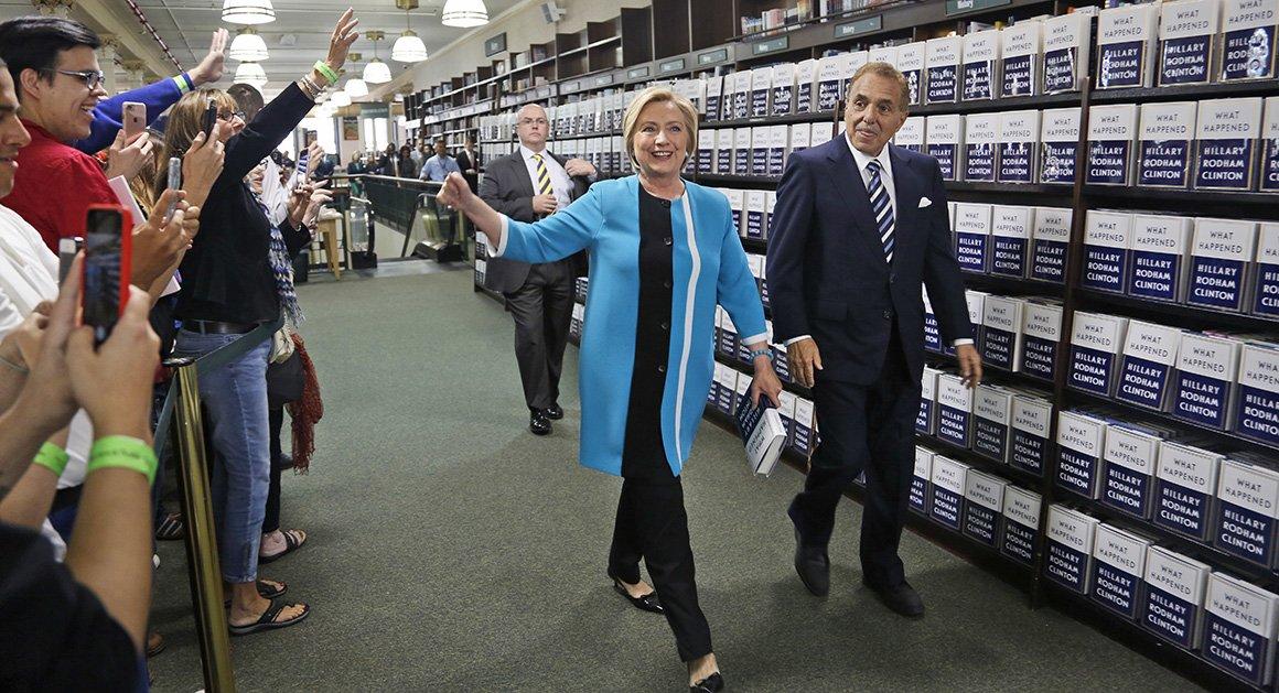 Hillary gets hero's welcome in Manhattan https://t.co/s9jDFmy7Yj https://t.co/8ogiFQvvbv