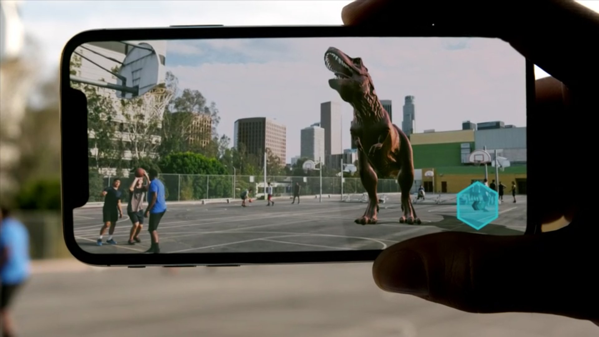 With augmented reality on the iPhone X, you can... play basketball with a Tyrannosaurus rex. #AppleEvent https://t.co/J3g0Jhm3Yd