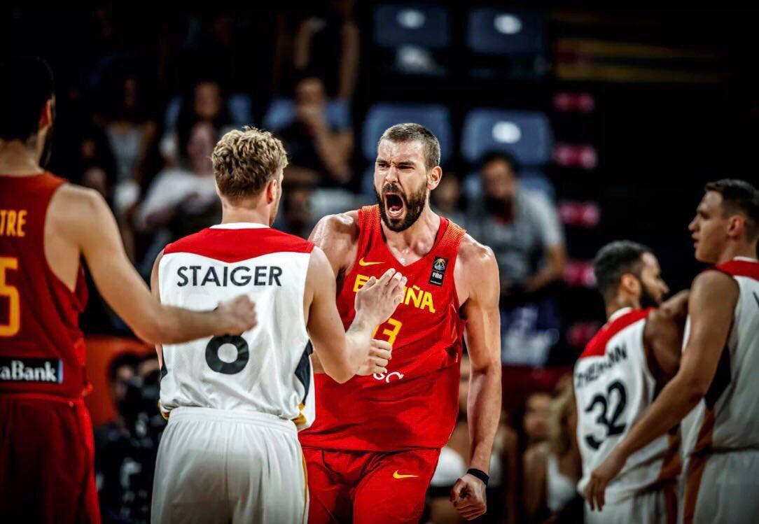 Contentos por la victoria! Ahora a descansar y preparar las semifinales! #EuroBasket2017 https://t.co/dkh3TiqX6n