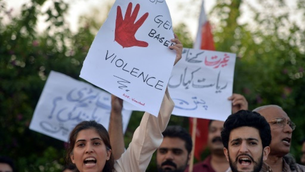 Pakistan police hunt elder who ordered couple's electrocution