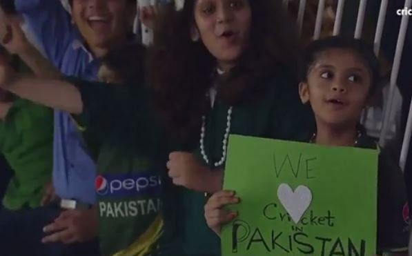 RT @Saj_PakPassion: Pakistani crowds' love for cricket on display in Lahore tonight #PAKvWXI #Cricket https://t.co/yovLzicEFd