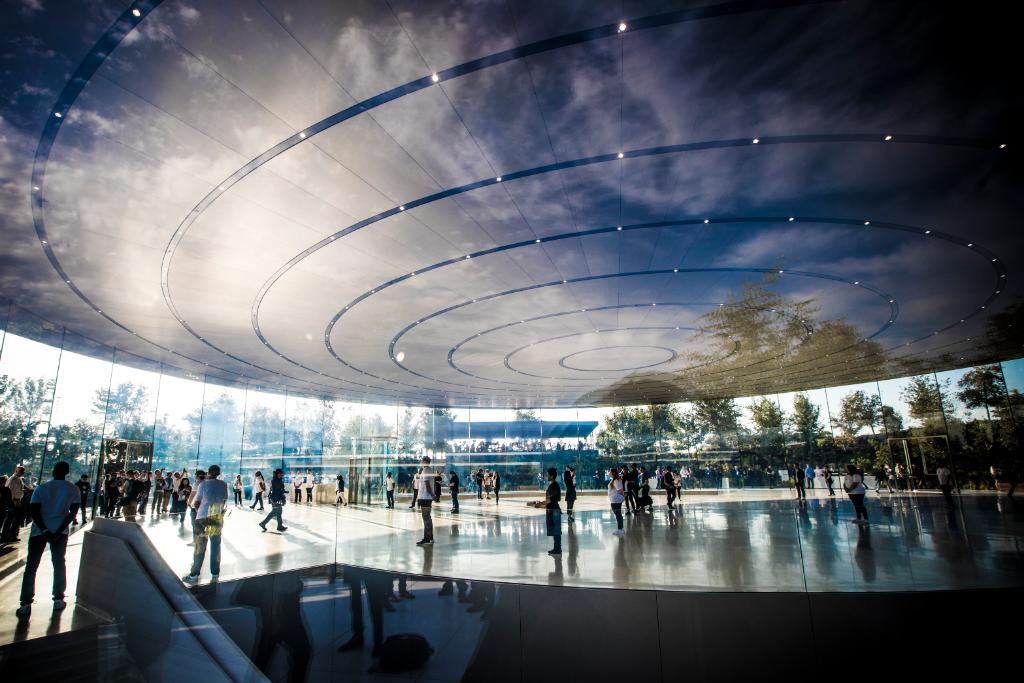 The inside of the Steve Jobs Theater is pretty stunning! @Jamesco is on the scene. �� https://t.co/zQzDtqU3Jj