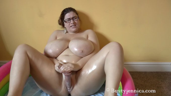 Hot vid sold! Fuck I'm Oily. Get yours here https://t.co/IIiIWtpu7f @manyvids #MVSales https://t.co/