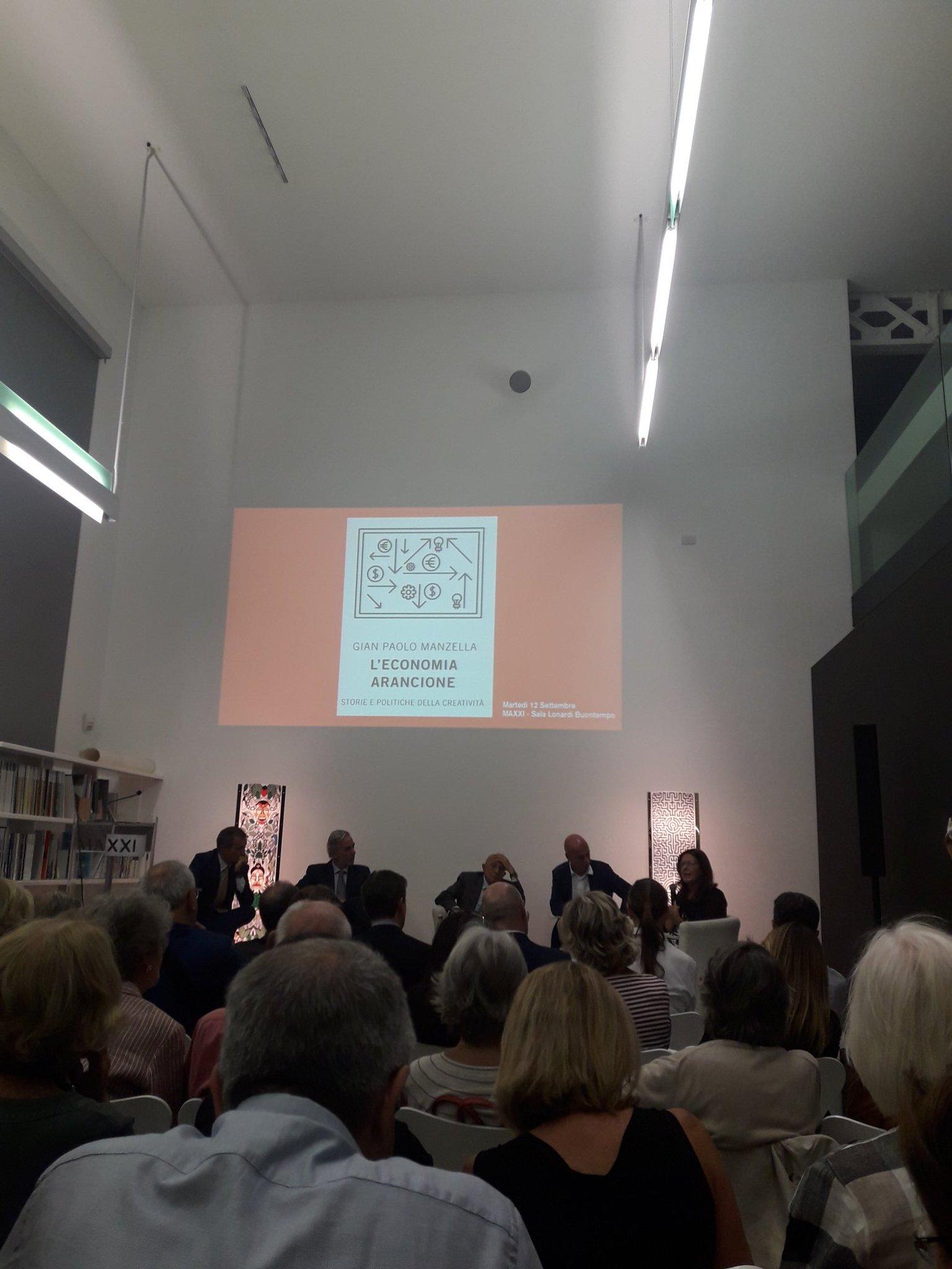 Tanta gente alla presentazione del libro di Gian Paolo Manzella #economiaarancione!!! @GPManzella https://t.co/zzv0bqlnVr