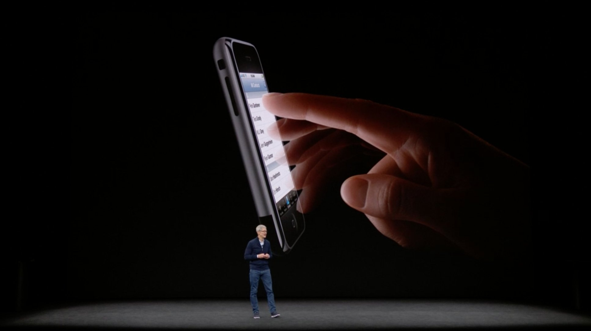It's iPhone time: https://t.co/vpJm79i84W #AppleEvent. https://t.co/hsAWBOncI7