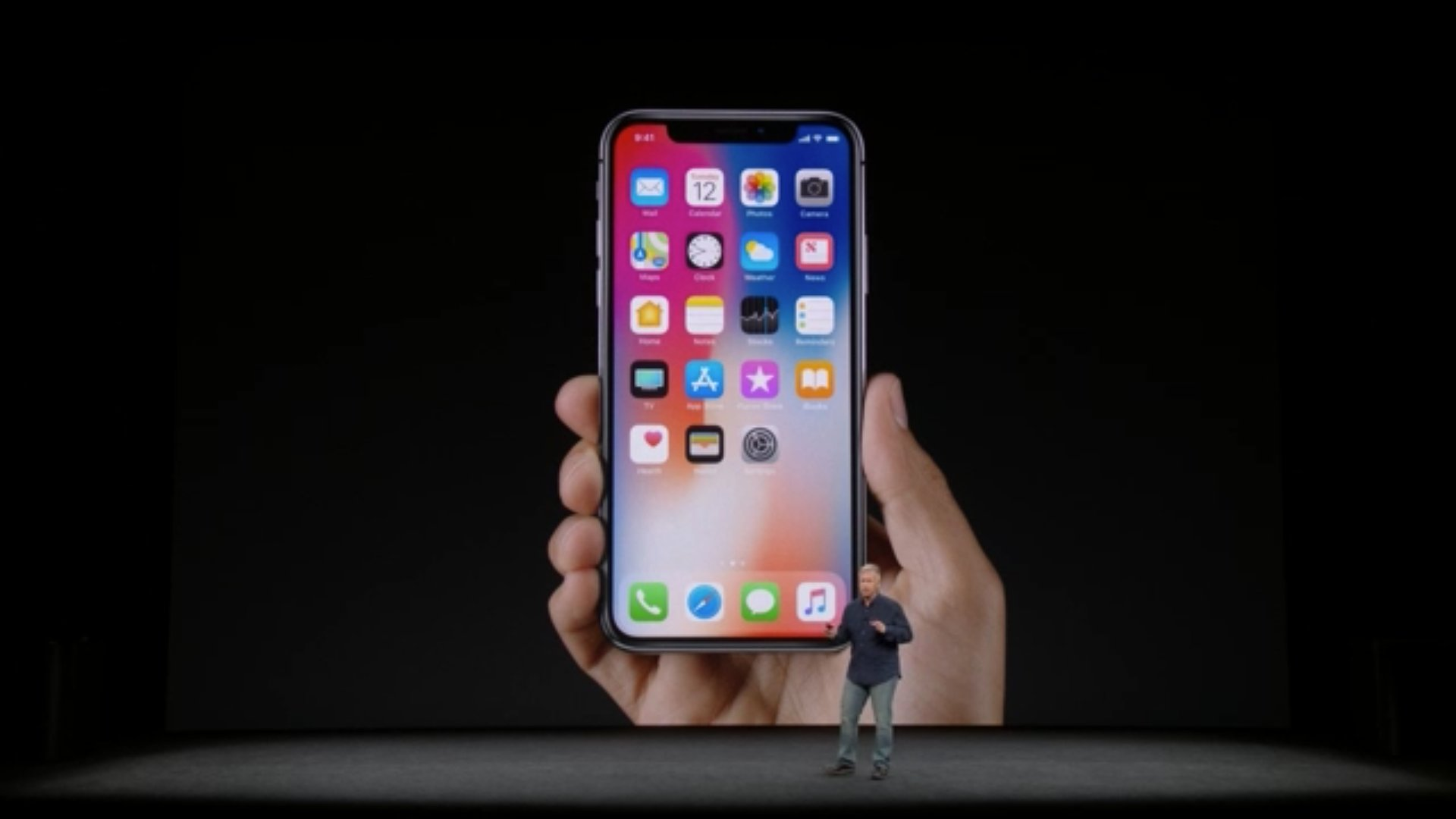 With no more home button, you now swipe up from the bottom of the iPhone X to unlock and go home. #AppleEvent https://t.co/hTPIs6RoMh