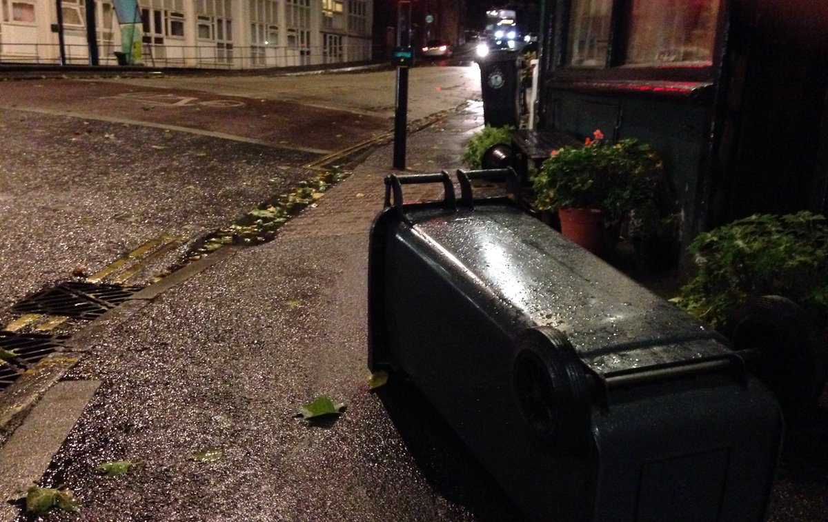 RT @bristol247: BREAKING NEWS: A wheely bin has been blown over as #StormAileen unleashes its hell on Hotwells. https://t.co/ReIBtmPubh