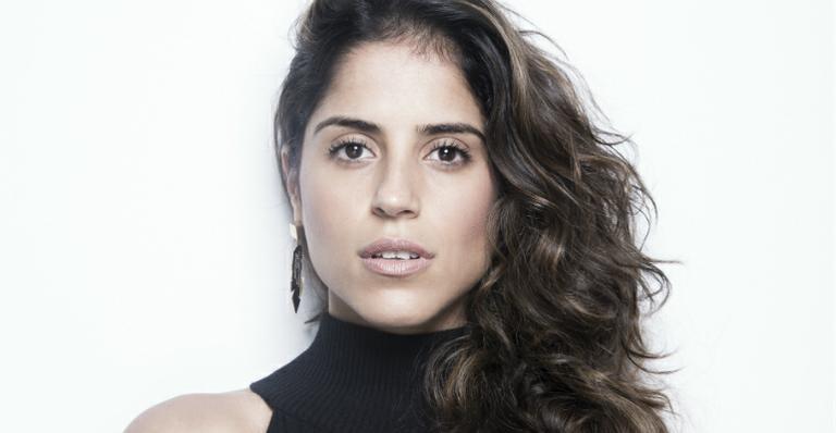 Camilla Camargo. Foto do site da Caras Brasil que mostra Camilla Camargo conta como é ter um cachorro deficiente auditivo. Confira