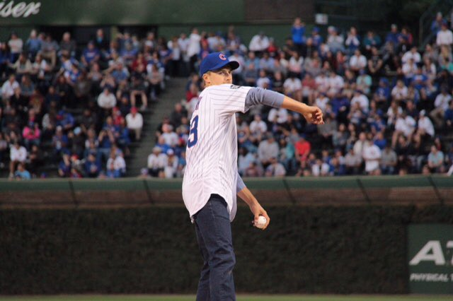 Play ball! @JordanSpieth threw the 1st pitch at tonight's @Cubs game ➡️ caught by pitcher @RobZastryzny_8! ⚾️ https://t.co/vEvCwuh3Yv