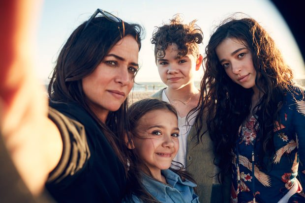 Pamela Adlon on #BetterThings, single mom guilt, feeling 'like a dude' and more https://t.co/QGoklStzh4 https://t.co/o1xZs64uhS