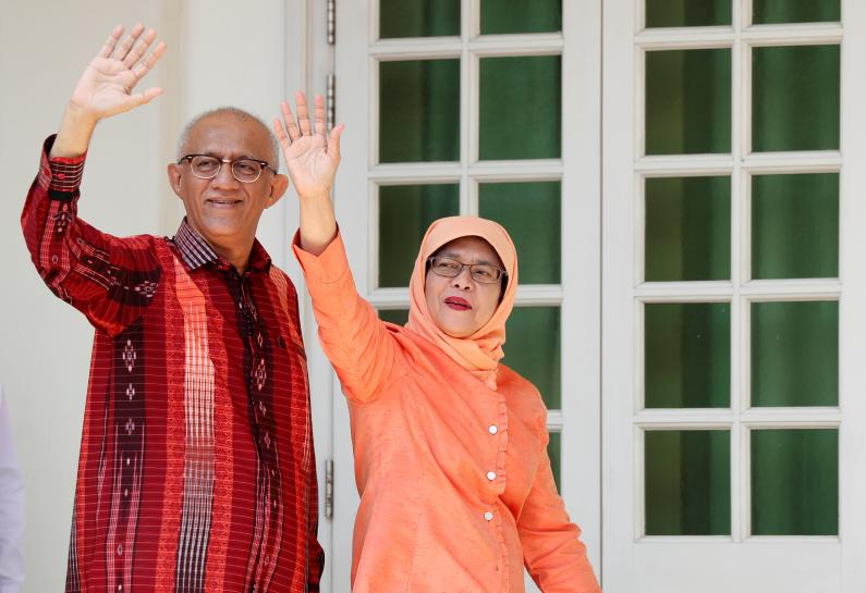 Halimah Yacob formally elected Singapore's first woman president https://t.co/ufjot3tQ8Z https://t.co/pYMm6Jol7Y
