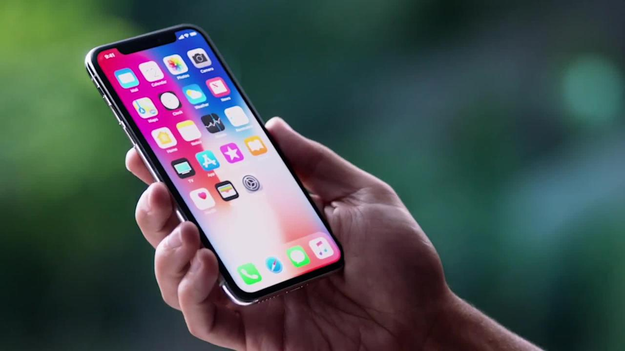 We tried out Apple's phone of the future: the iPhone X. Here's what it's like: https://t.co/yahK4MBCmY https://t.co/8Nv7mLghVW