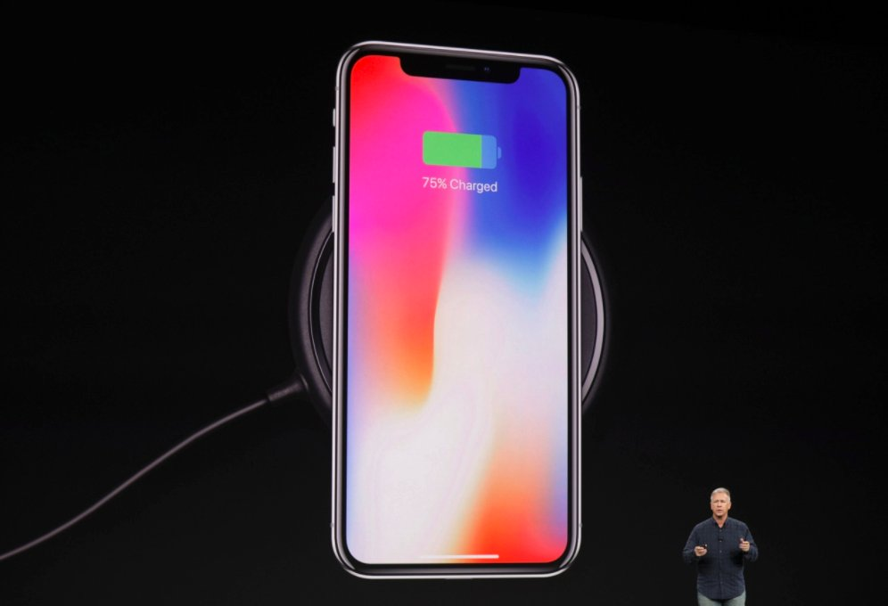 Apple says the iPhone X battery lasts 2 hours longer than the iPhone 7 https://t.co/4Ih5Kr1KZN #AppleEvent https://t.co/rmQviRh7JD