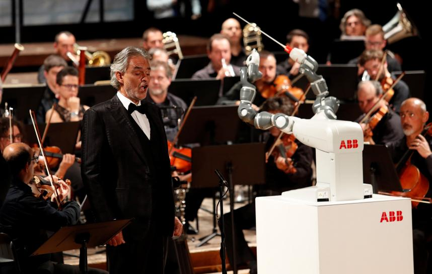 YuMi the robot conducts Verdi with Italian orchestra https://t.co/BFjCfIB0KW https://t.co/Y67sJzN6Z2