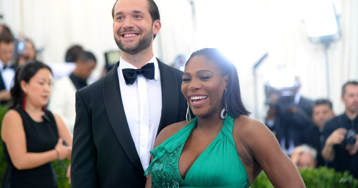 Serena Williams has shared the first photo of her baby girl Alexis Olympia Ohanian Jr. https://t.co/7ueYMsvzsO https://t.co/8AZM34QEnT