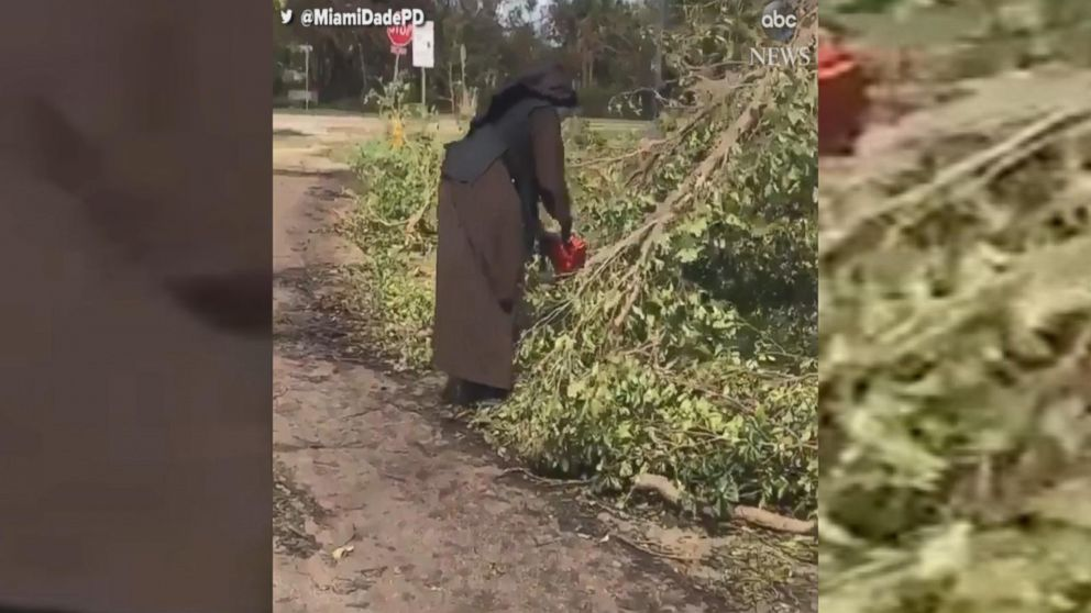 Sister on a mission! Miami nun wields a chainsaw in Irma clean-up effort and goes viral ❤️��  https://t.co/Or3r41t5Ua https://t.co/rL5WKvMv0G