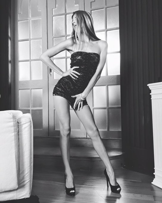 4 pic. Wow Wow wow⭐️⭐️⭐️we play 50 shades of grey🔥🔥🔥...by My way💯👠 https://t.co/l0FPAVfper