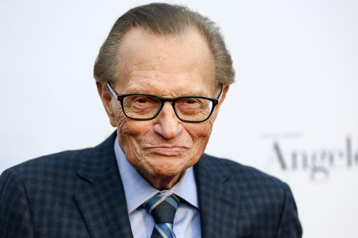 JUST IN: Larry King reveals lung cancer diagnosis, surgery https://t.co/3m51AS9rHQ https://t.co/lqXkdhVRjG