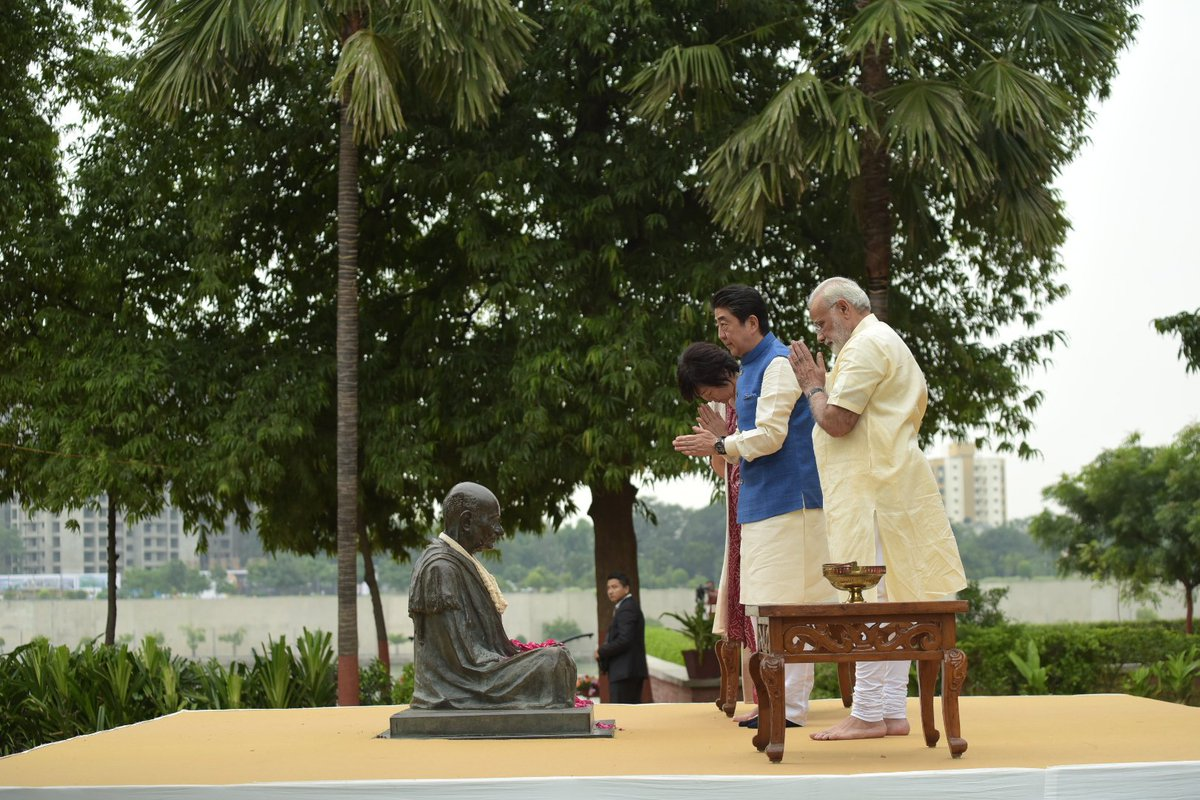 Had the honour of taking Mrs. Abe and PM @AbeShinzo to the Sabarmati Ashram & showing them this iconic place.