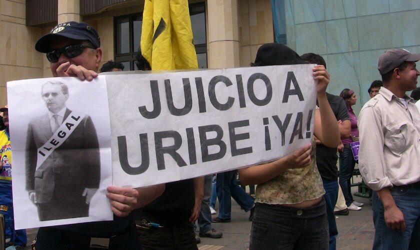 RT @marchapatriota: Corte Suprema de Justicia pide investigar si #UribeOrdenóChuzaDAS https://t.co/CJg6xrRJIX https://t.co/Uzk7mXvIas