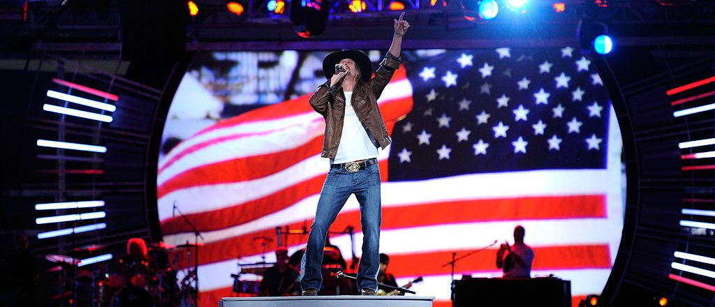 Kid Rock Blasts Anyone Who Takes A Knee For The National Anthem https://t.co/t2yxWg6Ffr https://t.co/tzYU7sYoYp