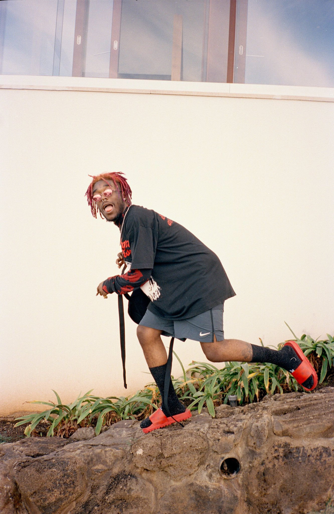 Here's how much @LILUZIVERT might have made from stream of 'XO Tour Llif3.' https://t.co/cCZlMonkgi https://t.co/JVND9FYcB3
