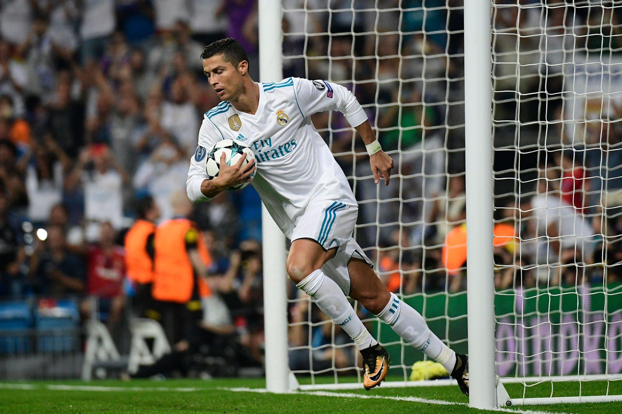 Cristiano Ronaldo has scored 9️⃣2️⃣ goals in 8️⃣9️⃣ #UCL games for Real Madrid. �� https://t.co/2WSagGjAiL