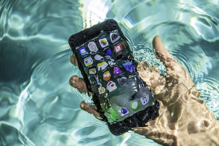 So...how waterproof are the new iPhones? We broke it down for you  �� https://t.co/cVzqPjlEM5 https://t.co/ULu7R4kSAO